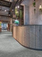 image 7 of 7 – Interfloor Dynamic Basalto – Kleur 968 – Ontvangsthal hotel balie