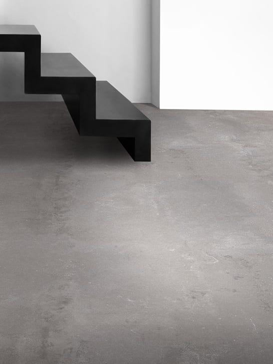 image 8 of 10 - Interfloor Dynamic Cemento - Kleur 685 - Detail beton / cement pvc vloer