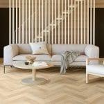 image 1 of 9 - Interfloor Modern Wood - kleur 462 - Living met visgraat PVC vloer