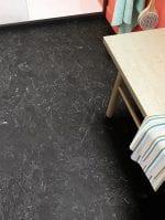 image 4 of 10 – Interfloor Living Stone – Marmerdessin 434 – Bovenaanzicht PVC Vinyl