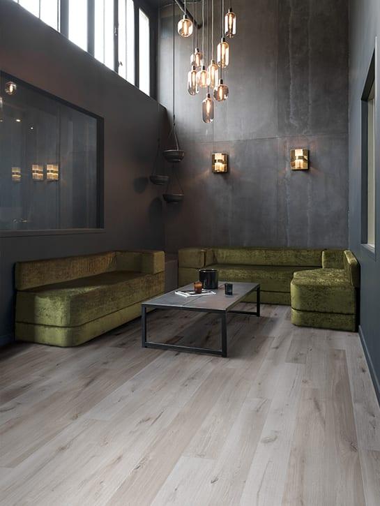 image 5 of 6 – Interfloor Urban Wood Project – kleur U79 – Hotel lounge